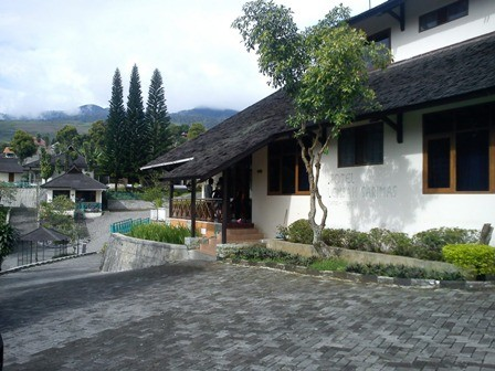 Lembah Sarimas Hotel and Resort Surrounding