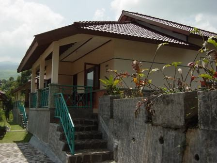 Lembah Sarimas Hotel and Resort Exterior
